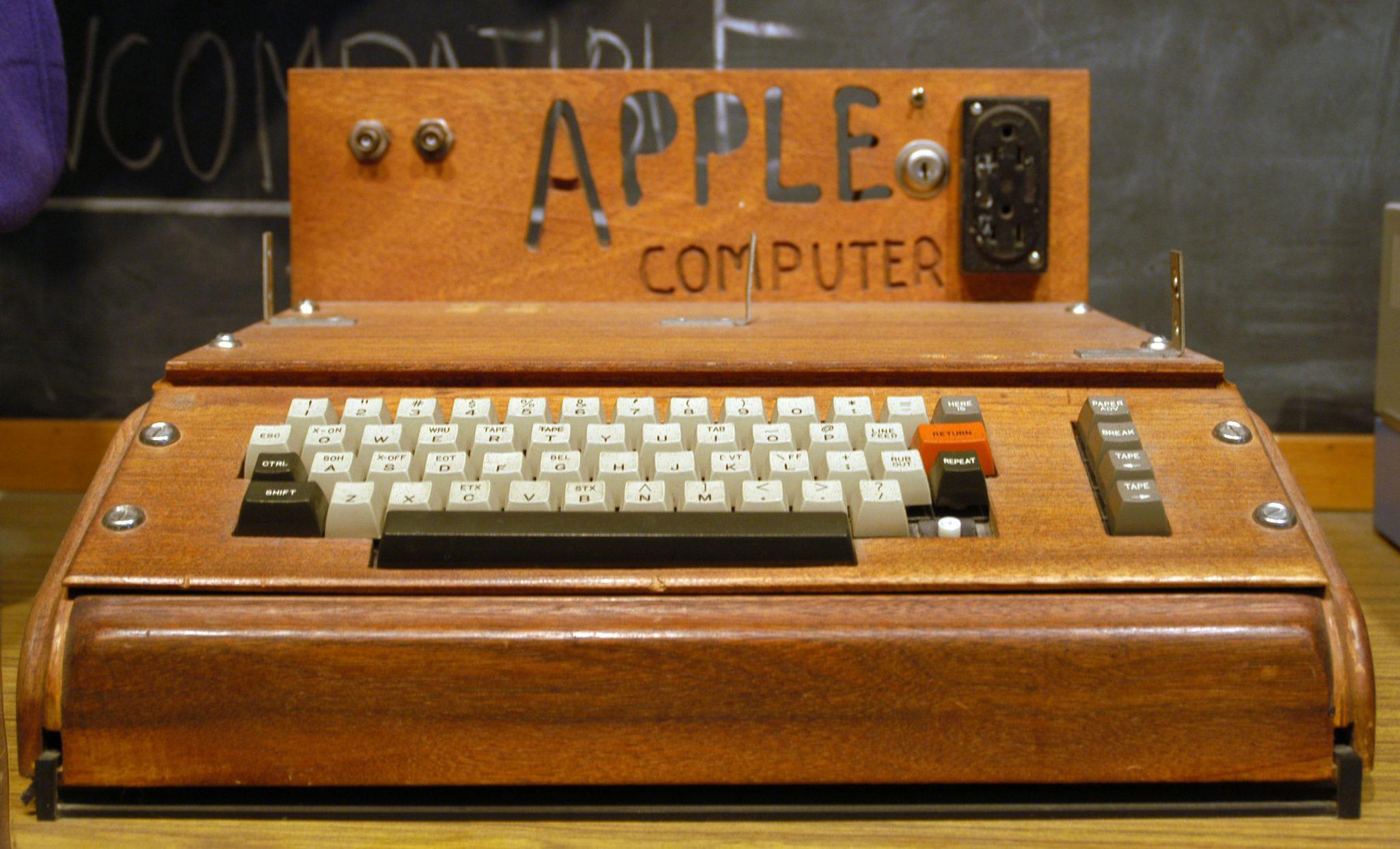 پایه گذاری شرکت اپل